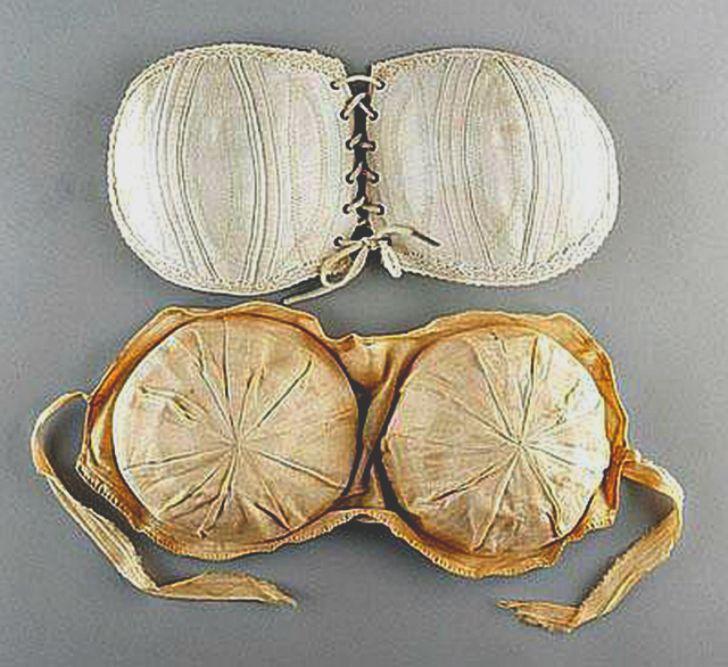 История женского коварства: как увеличивали грудь столетие назад
