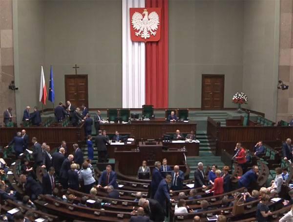 """В Польше хотят получить от Берлина репарации почти на триллион долларов"""""""