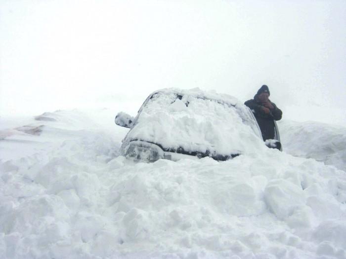 Как выжить на трассе зимой в застрявшей машине?