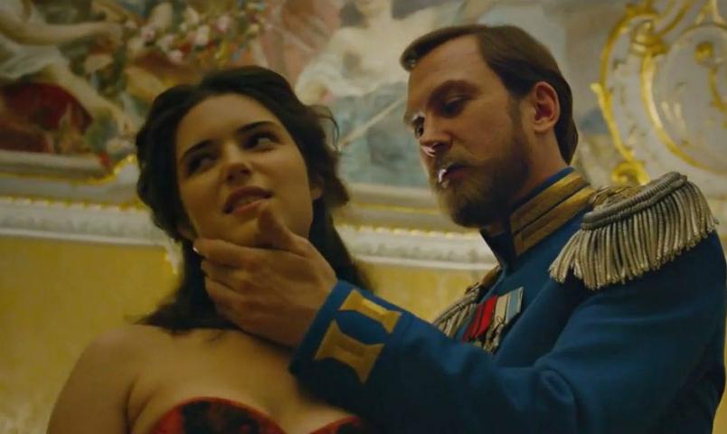 «Бегает по сцене с этой грудью»: В РПЦ нелестно отозвались о фильме «Матильда» после просмотра