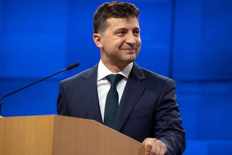 Зеленский решил упростить получение украинского гражданства для россиян