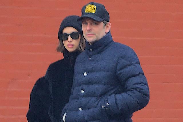 Стильный casual: Ирина Шейк и Брэдли Купер на прогулке в Нью-Йорке