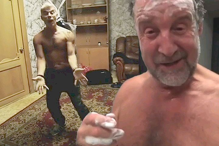 Пышная танцы пацаны голые жен очко