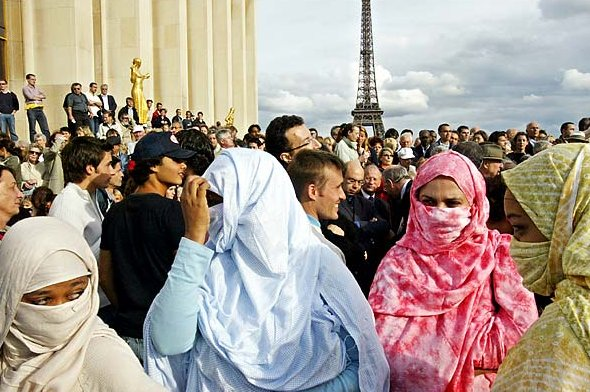 Проезд в общественном транспорте Парижа будет бесплатным для мигрантов