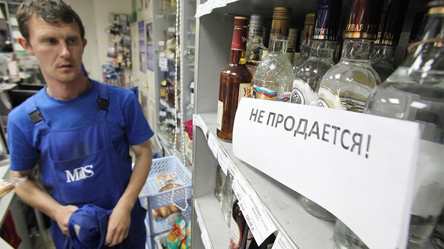 Кто работает-тот не пьёт: В Минздраве обсуждают запрет продажи спиртного в выходные