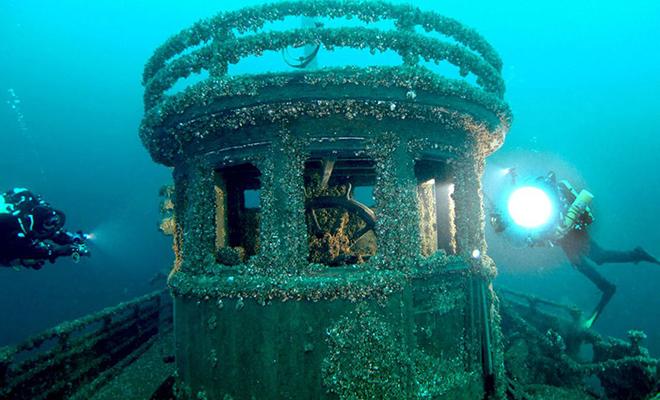 90 лет никто не знал, куда исчезло судно Manasoo. Корабль обнаружили дайверы и решили войти внутрь