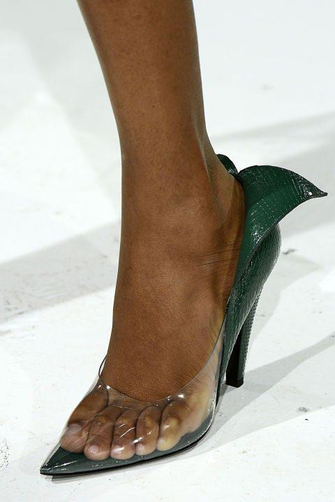 Прозрачные туфли от Calvin Klein