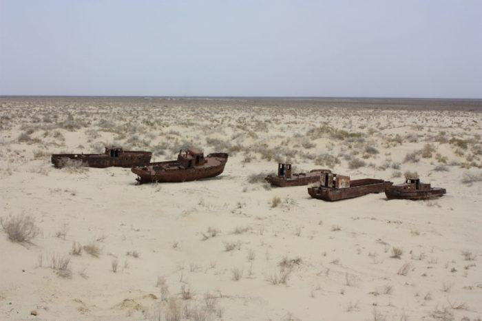 Аральское море почти исчезло. /Фото:messynessychic.com