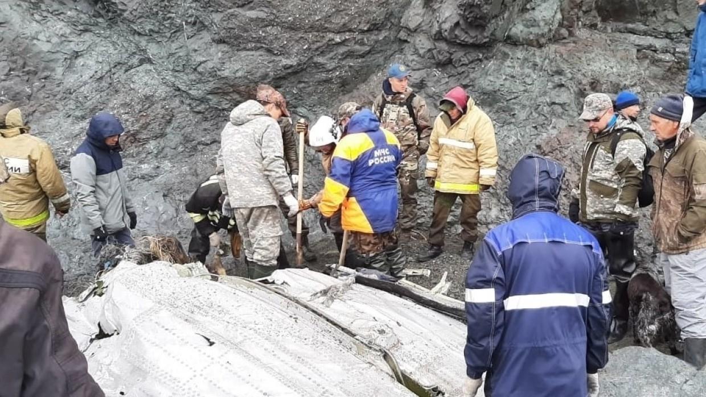 Части разбившегося Ан-26 начали перевозить с места крушения на Камчатке Происшествия