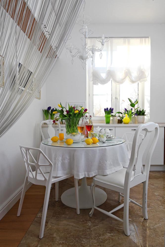 Кухня в цветах: светло-серый, белый, бежевый. Кухня в .