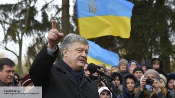 «Забыл истинное предназначение церкви»: Азаров оценил поведение Порошенко на «концертном» туре