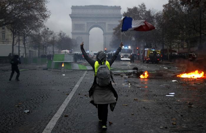 Обзор инопрессы. Во Франции не утихают протесты «желтых жилетов»