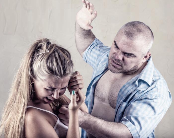 Смотреть эротику парень избивает свою девушку