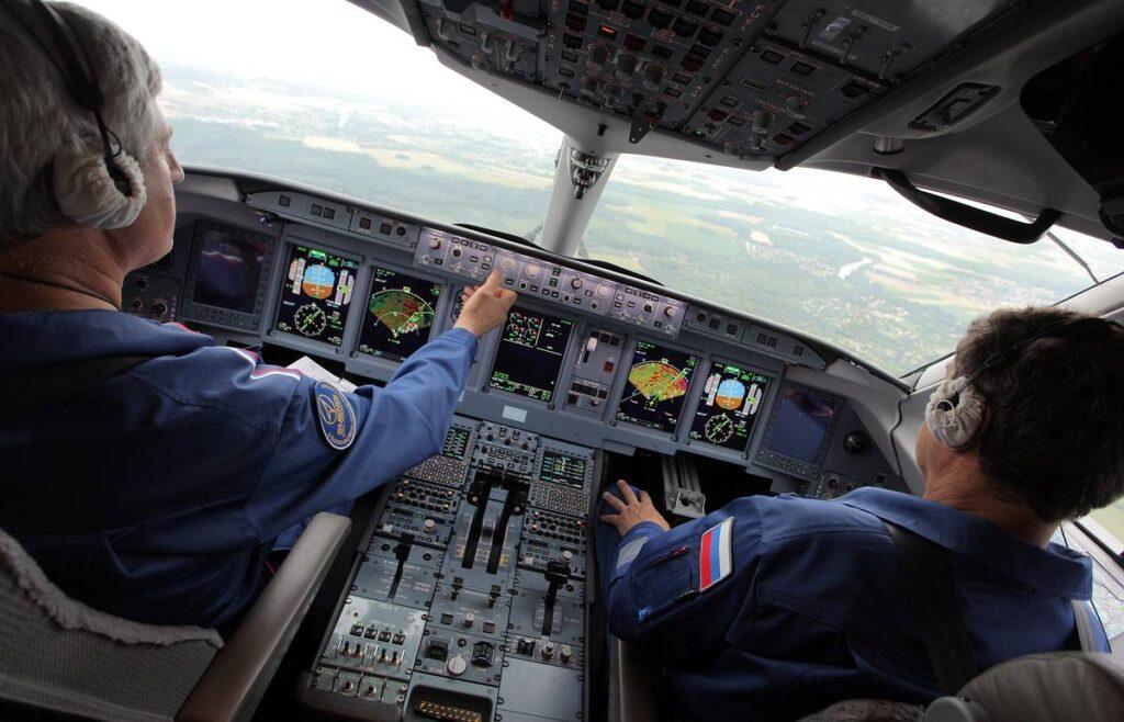 Летчикам в России заметно урезали зарплату «Аэрофлот»,Зарплаты,Летчики,Экономика,Россия