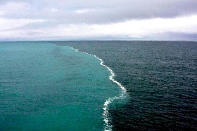 Граница между водами Атлантики и Арктики. контраст, природа, реки, слияние