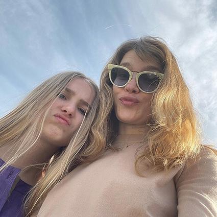 Спа, загар и вкусная еда: Наталья Водянова вместе с дочерью Невой отдыхает в Испании Звездные дети