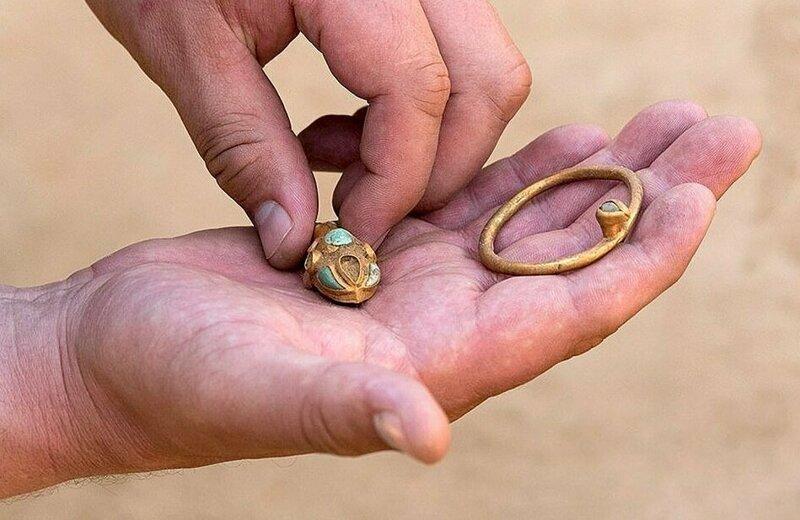 Среди похороненных есть женщина, с ней был захоронен ягненок и различные каменные предметы, смысл которых неясен Астрахань, Сармат, археология, драгоценность, захоронение, находка, россия