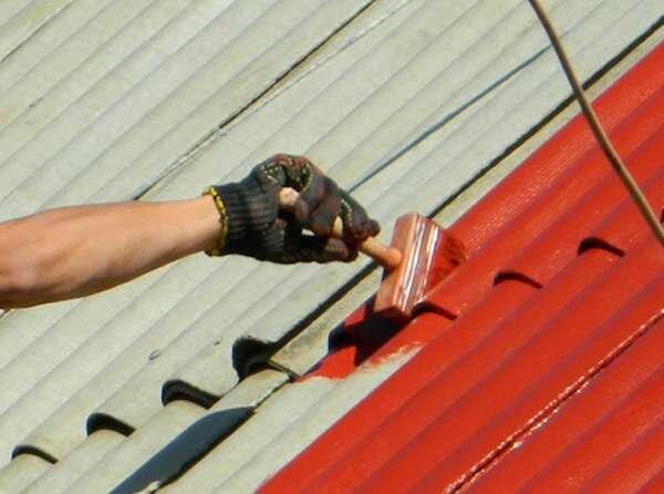 Чем покрасить шифер на крыше или заборе