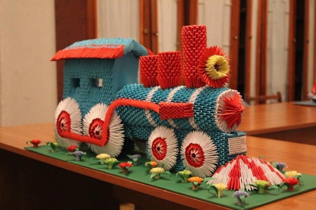 Голубой вагон бежит, качаетс…