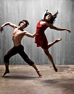 https://upload.wikimedia.org/wikipedia/commons/thumb/3/38/Two_dancers.jpg/250px-Two_dancers.jpg