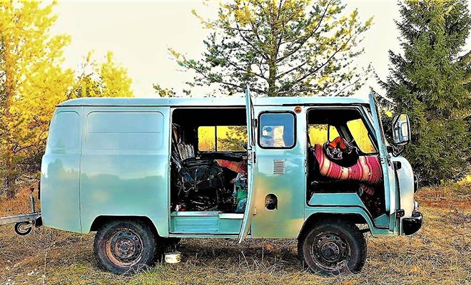 Мужчина превратил Буханку в дом на колесах и отправился в Тайгу добывать золото Культура