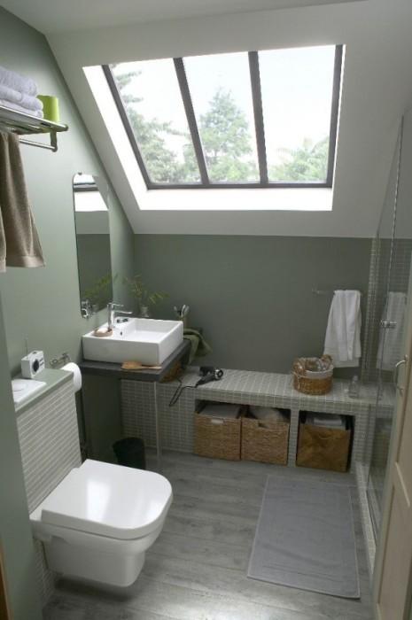 Для того чтобы небольшая ванная комната стало максимально просторной и стильной, необходимо правильно разместить предметы и убрать все лишние.