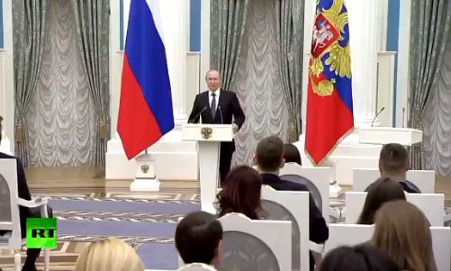 Путин поблагодарил хоккеистов за «незаконное» исполнение гимна