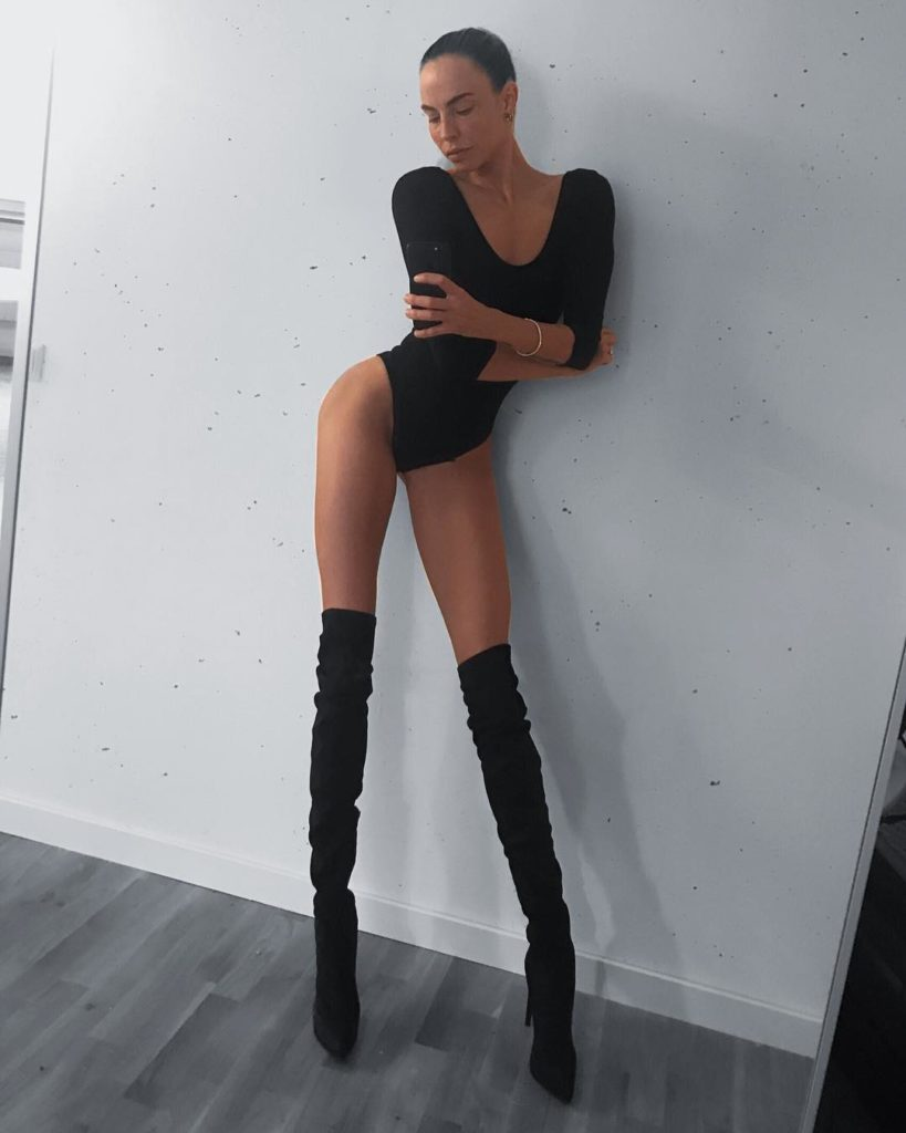 Ноги этой девушки сводят с ума миллионы людей. При росте 178 см, длина ее ног составляет 108 см
