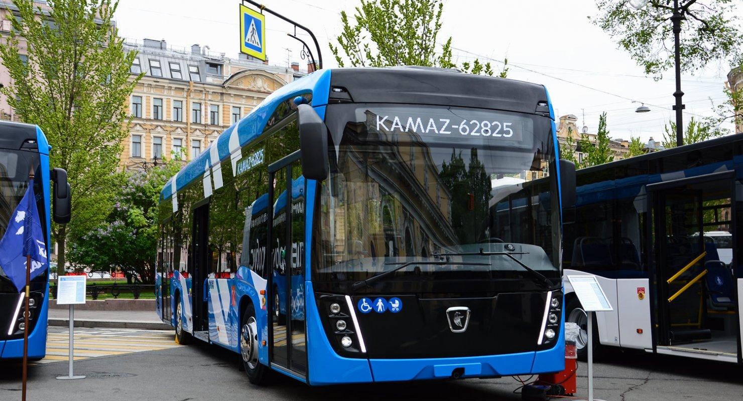 КаМАЗ представил особенный троллейбус, в котором есть что-то от электробуса Автомобили