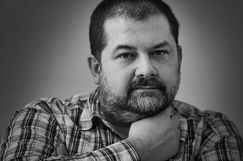 Сергей Лукьяненко: Я тут на досуге сочинил сценарий на фильм для международных фестивалей. Сокуров и Звягинцев отдыхают