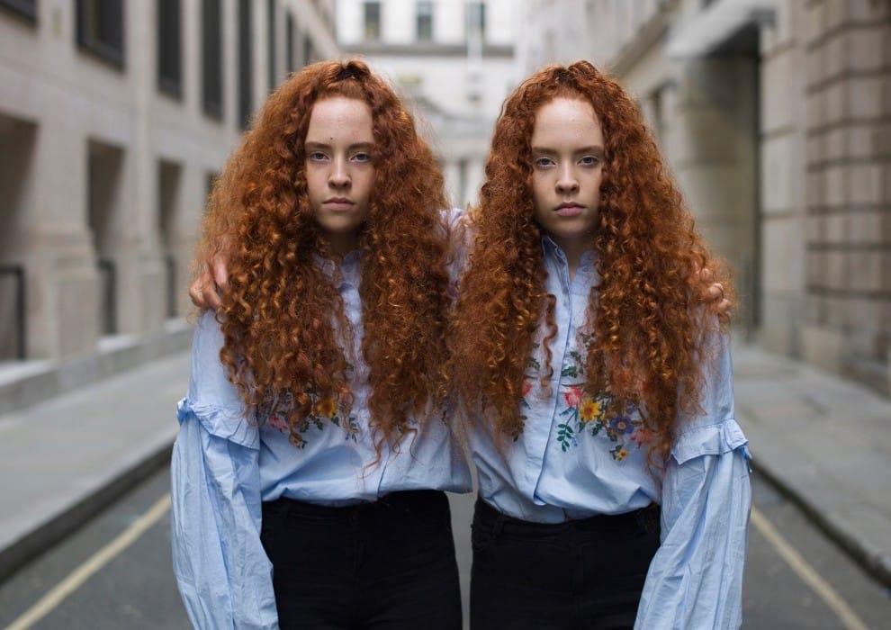 Британский фотограф создал проект, в котором показал, что каждый из близнецов всё же уникален близнецы,внешность,уникальность,фотопроект
