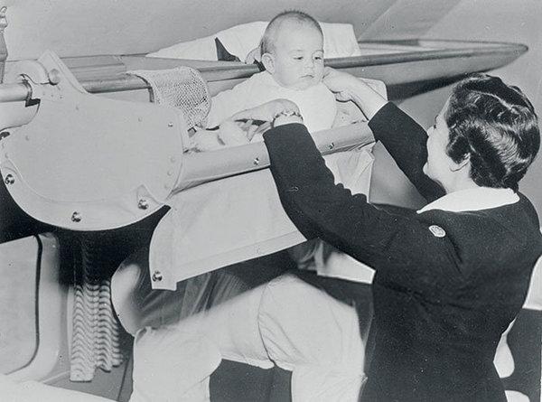 Как путешествовали на самолете младенцы 70 лет назад