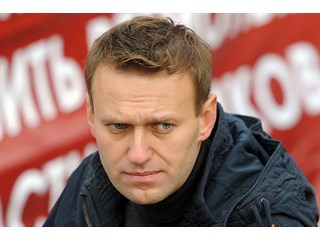 Чей заказ выполняет Навальный в роли попа Гапона?