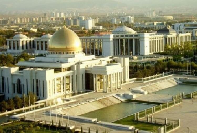 Как живёт Туркмения — без коммуналки и c бесплатным бензином