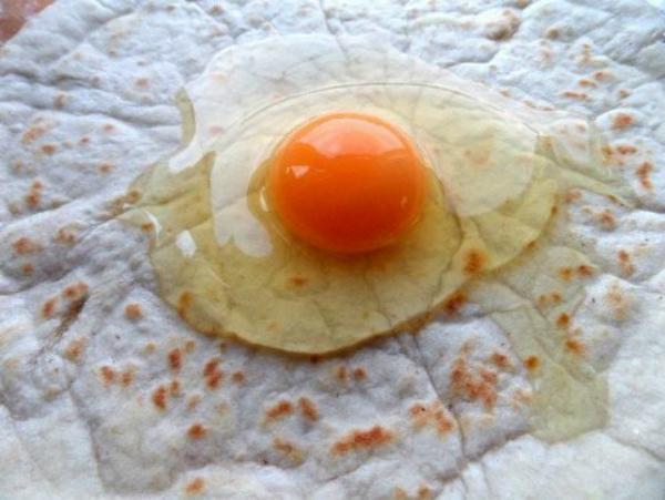 яйцо в лаваше