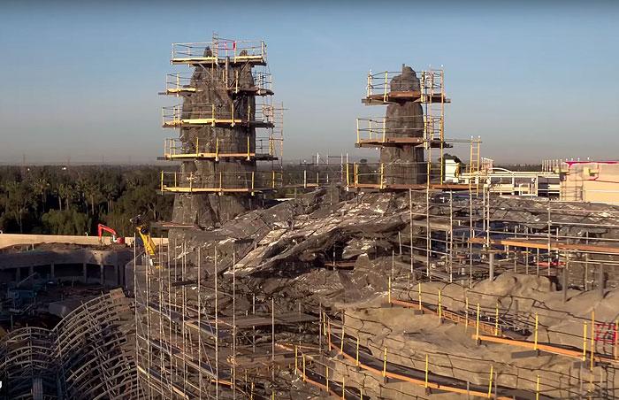 Дисней строит два новых парка