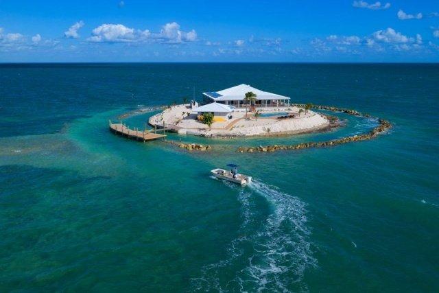 Частный тропический рай на острове