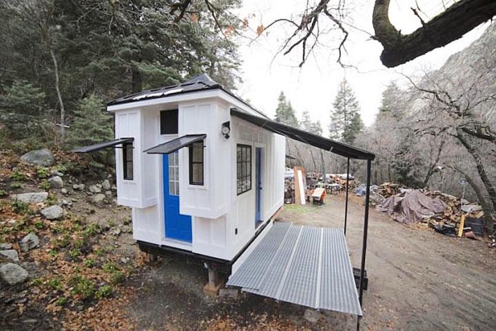 Они построили домик, похож на передвижной киоск. Но только посмотрите, как он выглядит внутри!