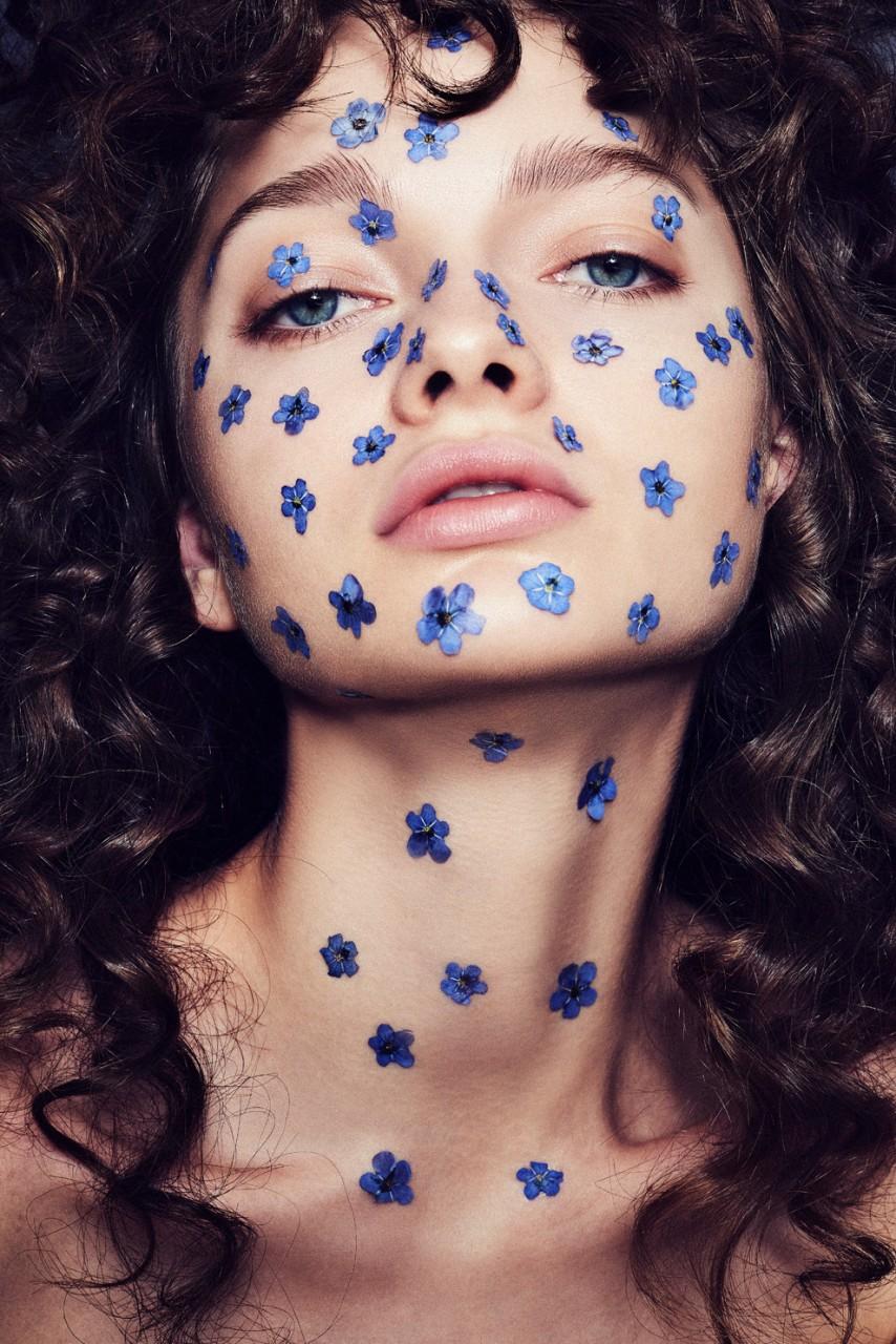 Девушка-цветок: живые цветы в макияже