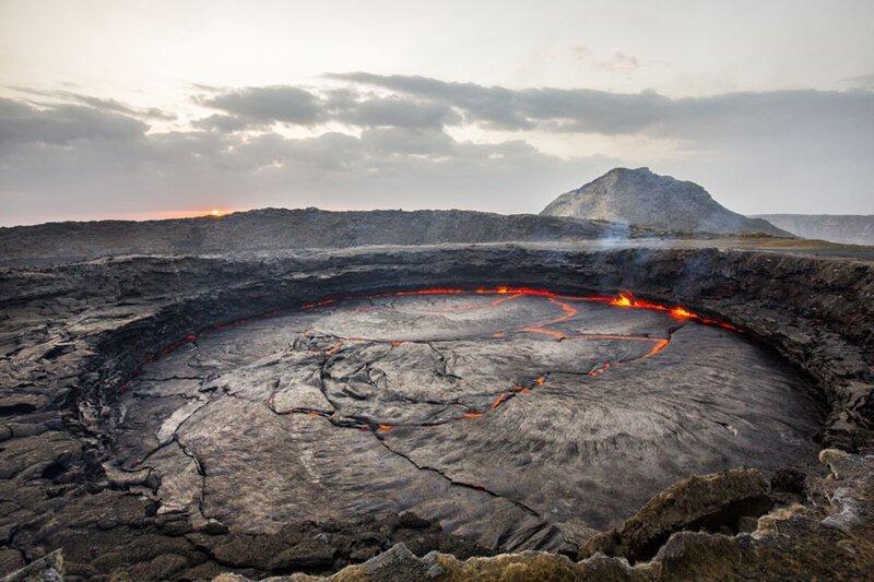 Эрта-Але — постоянно активный базальтовый вулкан в центре долины. Фото: Гарри Ярвелайнен (Harri Jarvelainen: Getty) безжизненное место, вулканы, интересное, фотографии