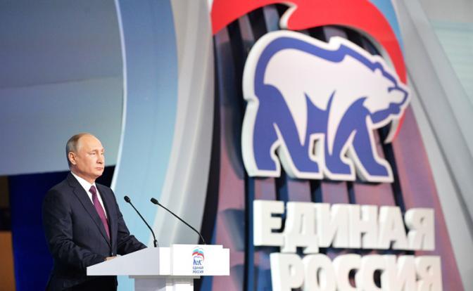 Президент опрометчиво связал себя с партией власти, попытавшись отделиться от предшественников
