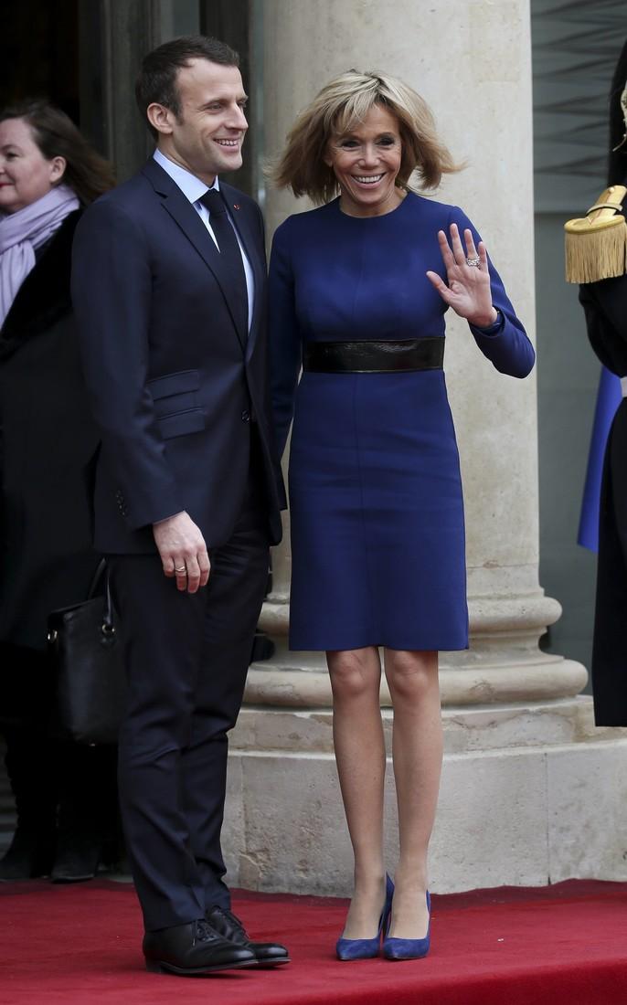 Накануне 65-летия. Первая леди Франции в макси выглядит хуже, чем в мини