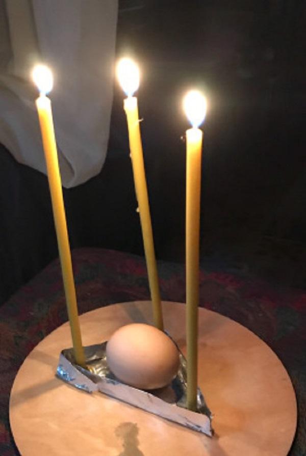 Обряд на деньги с куриным яйцом.