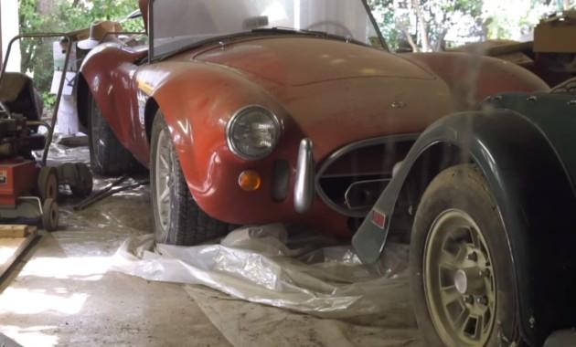 В заброшенном гараже нашли спорткары на миллионы долларов
