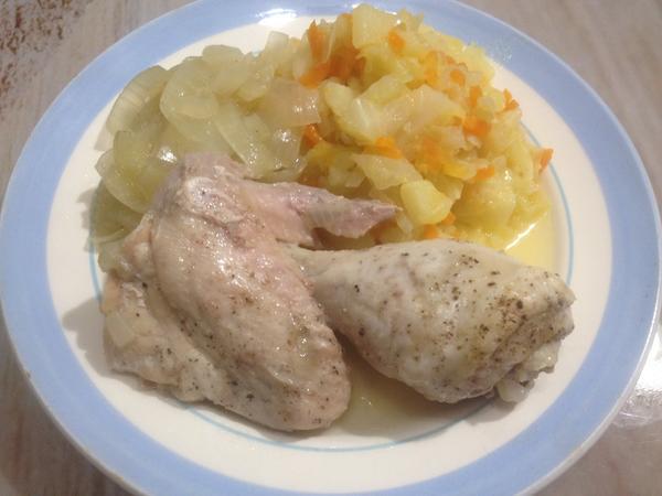 Тушеная курица на луковой подушке блюда из курицы,кулинария,мясные блюда