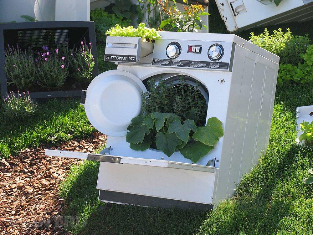 Клумба из старой стиральной машины