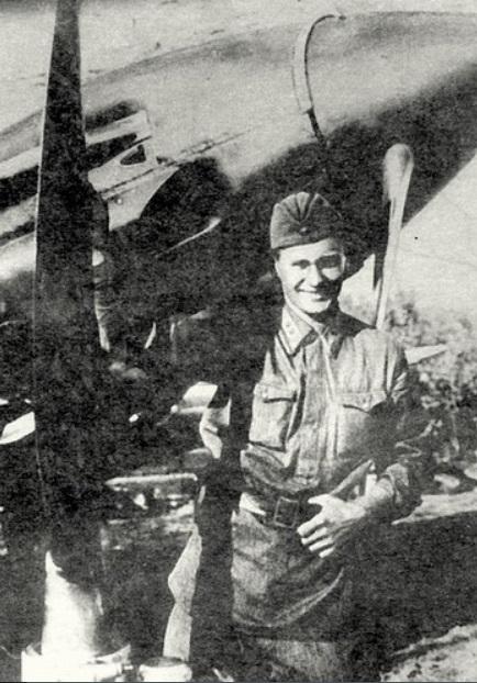 Герой,  совершивший в 1941  воздушный таран на высоте 8000 метров