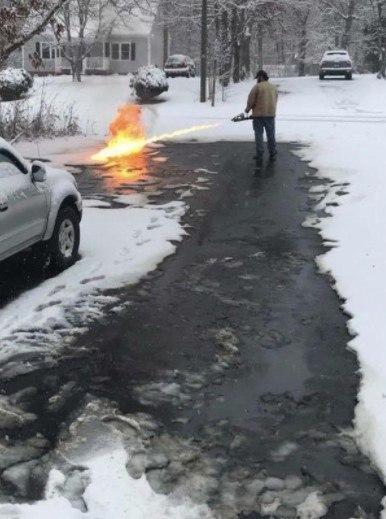 Потому что чистить парковочное место лопатой – слишком банально