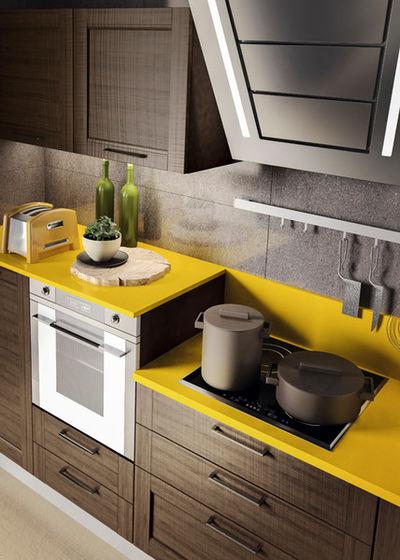 Современный Кухонная и столовая мебель by Кухни Мария