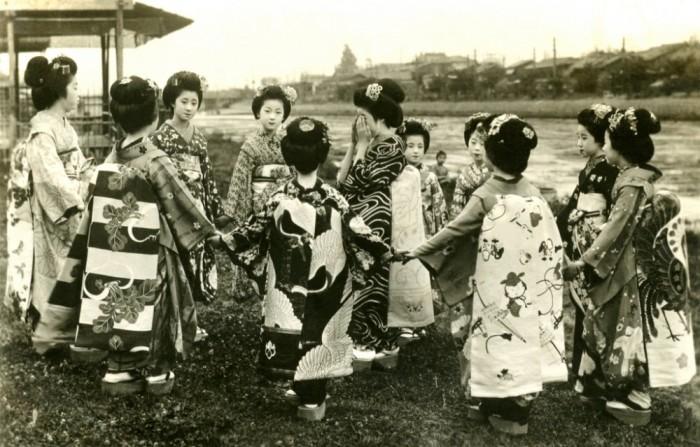 Играющие майко, 1920 год
